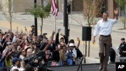 奥巴马总统9月5日劳工节这天,在底特律通用汽车公司总部的复兴中心