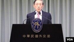 台湾外交部长林永乐召开记者会,说明台湾政府对台湾慰安妇受害者的态度和诉求。 (美国之音李逸华拍摄 2015年12月29日)