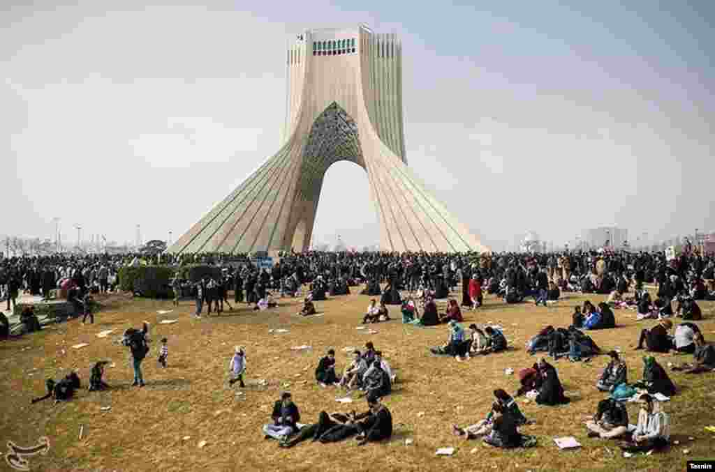 حاشیه های راهپیمایی ۲۲ بهمن برای سی و هشتمین سالگرد پیروزی انقلاب ایران