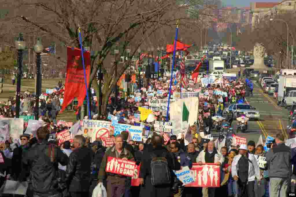 Манифестации сторонников и противников однополых браков в Вашингтоне
