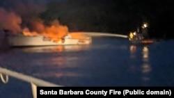 Пожежа на човні поблизу берегів Каліфорнії