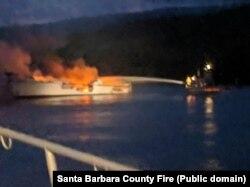 Vatrogasci gase zapaljeni brod: zvanilni Tviter profil Santa Barbara County Fire