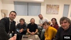 Екипата на Медена Земја во разговор за Гласот на Америка
