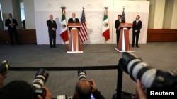 美国国务卿蒂勒森和国土安全部长凯利与墨西哥官员在记者会上