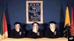 سێ ئهندامهکهی کۆمهڵی ETA ی باسکی له دهمی ڕاگهیاندنی ئاگربهسـتهکهیان، یهکشهممه 5 ی نۆی 2010