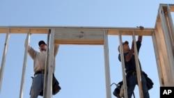 Công nhân xây nhà ở thành phố Orlando, bang Florida