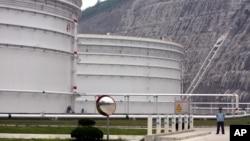 중국 저장성의 원유 저장 탱크. (자료사진)
