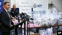 2016年1月15日在悉尼,澳大利亚联邦警察展示缴获的大批毒品。