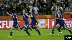 Các cầu thủ Nhật Bản vui mừng sau khi giành chiến thắng World Cup 2011, 17/7/2011