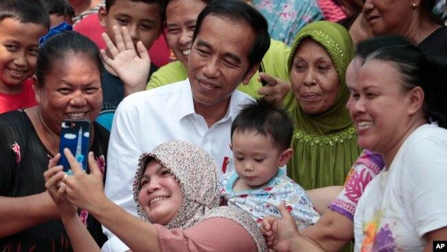 Presiden Joko Widodo meminta TNI dan Polri menindak tegas perusuh.