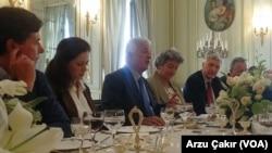 Büyükelçi Hakkı Akil Fransız gazetecilerle