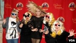 Artistas como Lady Gaga y Katy Perry, así como otras casas cinematográficas anunciaron importantes ayudas de dinero para Japón.