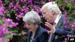 Britanska premijerka Tereza Mej i američki predsednik Donald Tramp na samitu G7 u Taormini (arhivska fotografija)