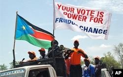 Des partians de l'indépendance marchant à Juba