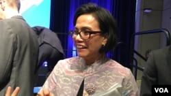Menteri Keuangan Sri Mulyani Indrawati dalam pertemuan Bank Dunia dan Dana Moneter Internasional (IMF) di Washington, DC tahun lalu. (VOA/Eva Mazrieva)