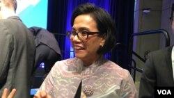 Menteri Keuangan Sri Mulyani Indrawati dalam pertemuan Bank Dunia dan Dana Moneter Internasional (IMF) di Washington, DC tahun lalu (VOA/Eva Mazrieva).