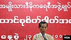 Wakil Ketua NLD, Tin Oo, menyampaikan permintaan negosiasi bagi sanksi-sanksi internasional yang selama ini diberlakukan bagi Burma.
