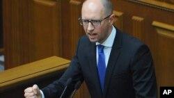 Ukrajinski premijer Arsenij Jacenjuk na sednici parlamenta