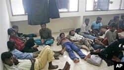 ជនភៀសខ្លួនរូហិងគ្ហា(Rohingya)ធ្វើដំណើរតាមទូក ត្រូវបានសង្គ្រោះនៅជិតកំពង់ផែ Aceh Besar, ប្រទេសឥណ្ឌូនេស៊ី នៅថ្ងៃទី១៦ខែកុម្ភះឆ្នាំ២០១១។