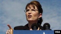 Sarah Palin viajaría acompañada por su esposo Todd y su hija mayor Bristol, explicó su oficina.