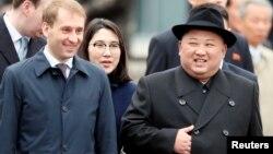 김정은 북한 국무위원장이 지난 4월 블라디미르 푸틴 러시아 대통령과의 정상회담 장소인 블라디보스토크에 도착했다.
