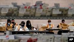 Centar za obradu glasova poštom u Filadelfiji.
