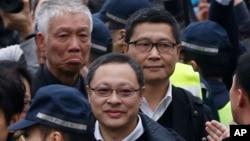 占中三子戴耀廷(前中)、陈健民(右)及朱耀明(左)