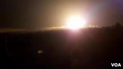 در تصاویر پخش شده، نوری از انفجار در ادلب سوریه دیده میشود.