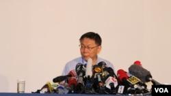 台北市长柯文哲在双城论坛开幕式后出席记者会。(美国之音林枫拍摄)