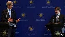 7일 다부토을루 터키 외무장관과 공동 기자회견중인 케리 미 국무장관 (왼쪽)