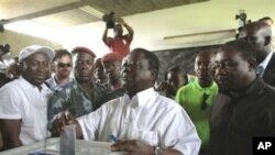 Henri Konan Bédié vote à Abidjan le 31 octobre 2010