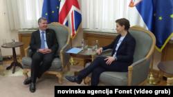 Direktor Forin ofisa za politička pitanja Ričard Mur i premijerka Ana Brnabić, Foto: video grab