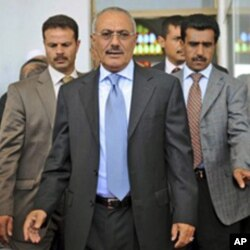 Yemeni President Ali Abdullah Saleh, center, flanked by body guards in Sana'a, March 10, 2011