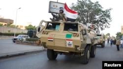 وسایط نظامی در جاده های قاهره