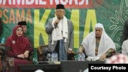 """Cawapres Ma'ruf Amin: """"Belum pernah ada orang Tangerang jadi wapres,"""" ketika berkunjung ke Ponpes Nur Antika, Tigaraksa, Banten, Jumat (18/1). (Courtesy: TKN Jokowi-Amin)."""