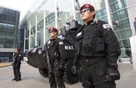 Police officers stand guard in front of the venue of Fourth High-Level Forum on Aid Effectiveness in Busan.