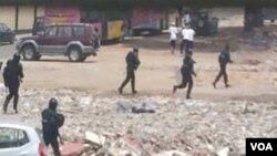 Policia em acção contra manfiestantes
