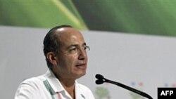 Tổng thống Mexico Felipe Calderon phát biểu tại lễ khai mạc của hội nghị biến đổi khí hậu ở Cancun, ngày 29/11/2010