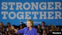 미국 민주당 대선후보로 사실상 확정된 힐러리 클린턴 전 국무장관이 지난달 27일 오하이오주 신시내티 유세에서 연설하고 있다. (자료사진)