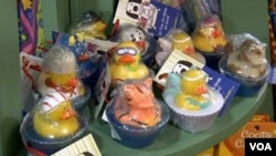 SoapPrizes handmade soaps on display at Dancing Bear Toys and Gifts in Frederick, Maryland. (VOA/A. Greenbaum)