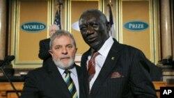 Lula da Silva do Brasil e john Kufuor do Ghana, dois antigos presidentes cujos governos conseguiram reduzir a niveis mais baixos a prevalencia da fome nos países respectivos