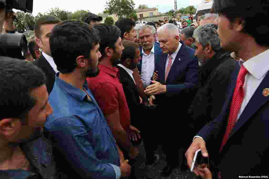 AK Parti'nin yeni genel başkan adayı Binali Yıldırım Diyarbakır'ın Dürümlü mezrasında