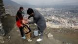 Un niño recibe una dosis de la vacuna antipolio en Kabul, capital de Afaganistán en marzo de 2018.