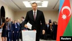 Prezident Aliyev ovoz bermoqda. 9-oktabr, Boku.