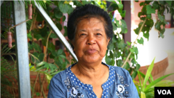 "Yung Moeun, 71, a former Pol Pot's cook and was a Khmer Rouge diplomat in China. She described Pol Pot as a ""patriot"", April 6, 2018. (Sun Narin/VOA Khmer)"