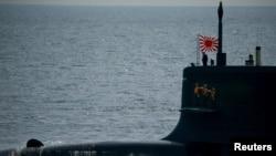 2015년 10월 15일 도쿄 남부 사가미 만에서 항해 중인 일본 자위대의 '코쿠류' 잠수함. (자료사진)
