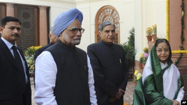 Indian Prime Minister Manmohan Singh, Indian President Prathibha Singh Patil and other ministers arrive for the parliamentary budget session in New Delhi, February 21, 2011.