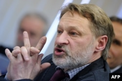 """FILE - Political analyst Dmitry Oreshkin, pictured at a news conference in Moscow in March 2012, says Russian President Vladimir Putin """"despises democratic procedures and the population"""" and believes it's """"necessary to disperse and neutralize certain of its members."""""""