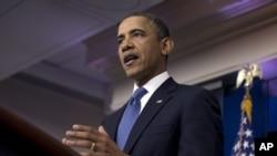 Presiden AS Barack Obama memberikan pernyataan seputar negosiasi jurang fiskal dengan para pemimpin Kongres (28/12). (AP/Evan Vucci)