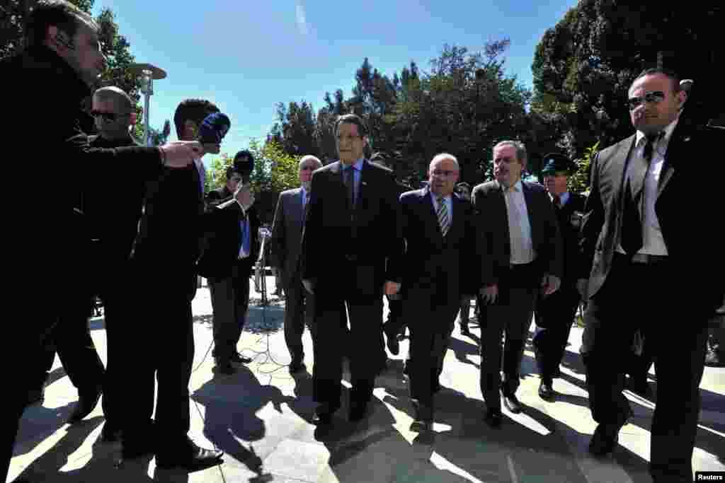 Президент республіки Кіпр Нікос Анастасіадес прибуває до парламенту у Нікосії.